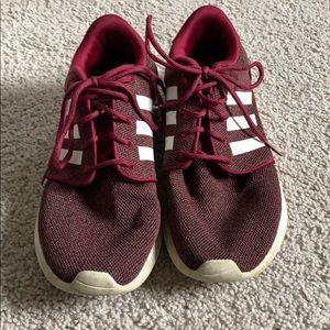 maroon adidas tennis shoes